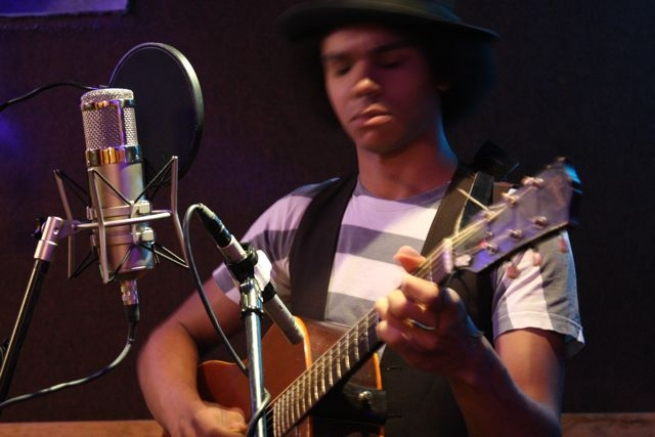 Post image for Luxury Wafers Exclusive: Jason Diaz, Live@Chessvolt Studios with Video and mp3s